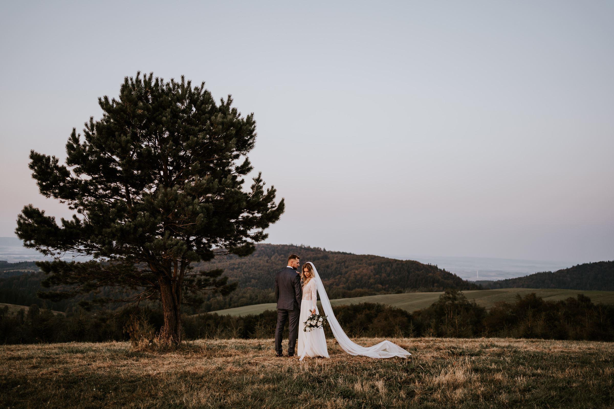 Joanna + Michał | Zachód słońca na wzgórzu